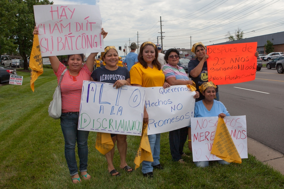 Employees of AdvancePierre rally in front of the food processing plant on Princeton-Glendale Road. Photo: Mike Brown, C4AD.