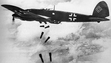 A German Heinkel He 111H bomber dropping bombs. A Royal Air Force Battle of Britain campaign diaries photo. Public domain.